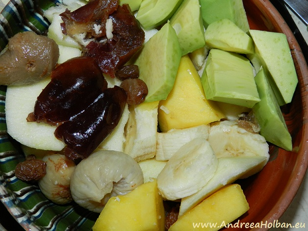 Piure de fructe banana, mango, avocado, mar, curmale, stafide si smochine (dupa 9 luni)