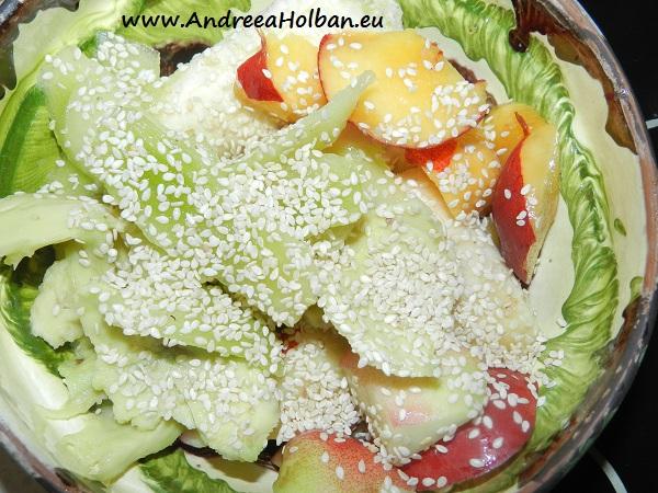 Piure de nectarine, avocado, kiwi, banana si seminte de susan (dupa 12 luni)