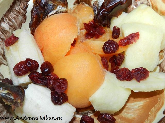 Piure de banana, mar, caisa, merisoare si curmale (dupa 8 luni)