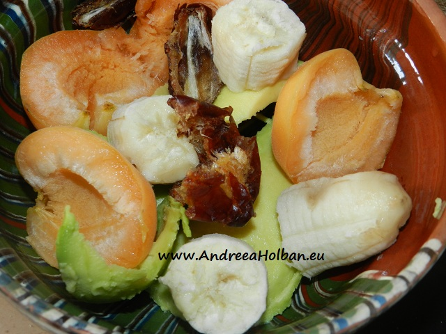 Piure de caise, avocado, banana si curmala (dupa 7 luni)