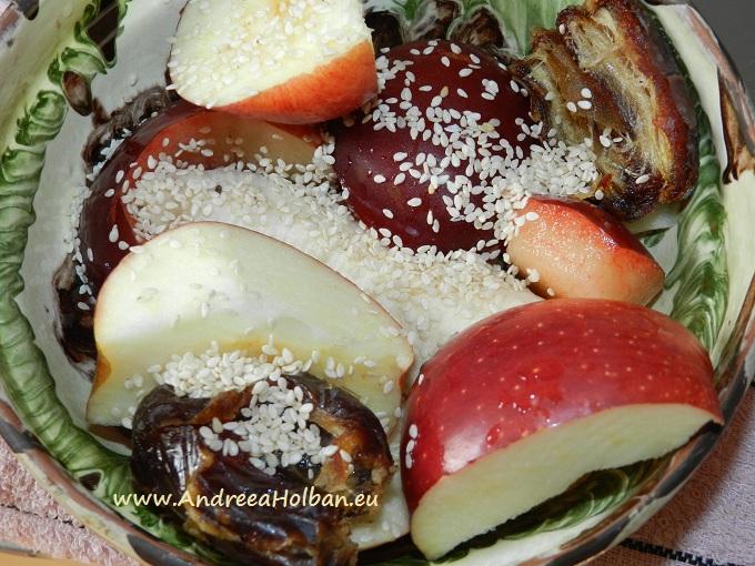 Piure de mar, banana, pruna, curmale si seminte de susan (dupa 8 luni)