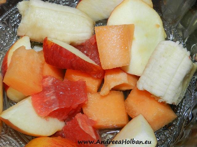 Piure de banana, grapefruit rosu, pepene galben si mar (dupa 12 luni)
