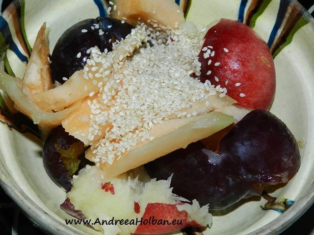 Piure de prune, nectarina turtita, pepene galben si seminte de susan (dupa 8 luni)