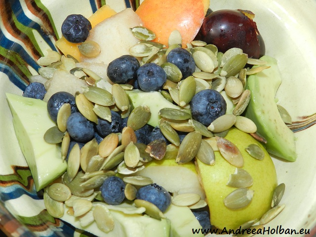 Piure de avocado, nectarina, prune, afine, para si seminte de dovleac (dupa 12 luni)