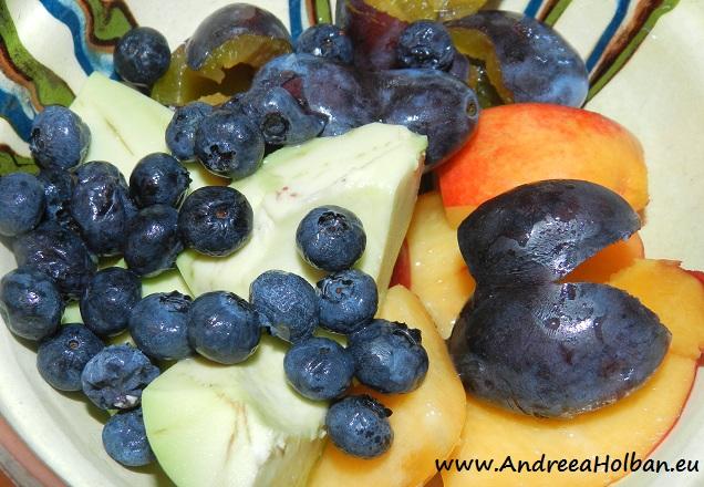 Piure de avocado, nectarina, prune si afine (dupa 6 luni)