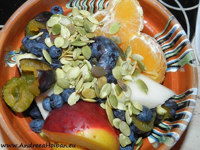 Piure de para, nectarina, minola, prune, afine si seminte de dovleac (dupa 12 luni)