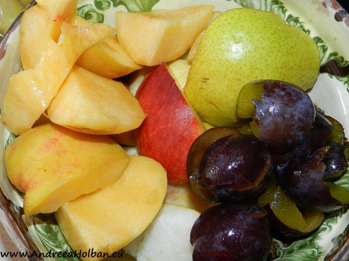 Piure de pere, nectarina si prune (dupa 6 luni)