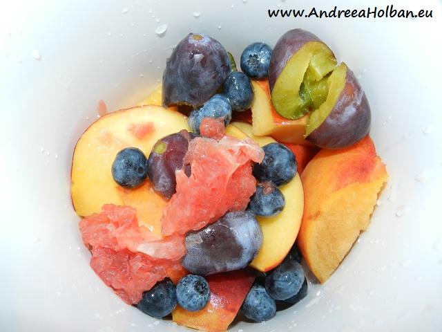 Piure de piersica, nectarina, grapefruit rosu, prune si afine (dupa 12 luni)