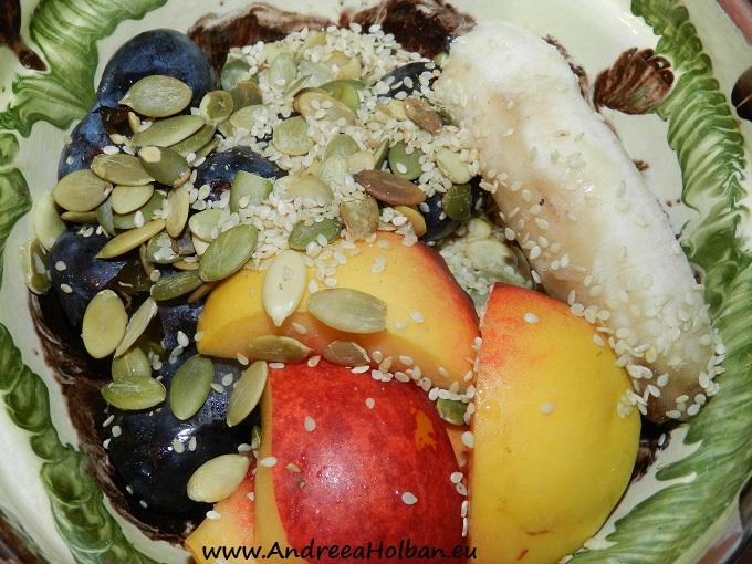Piure de prune, nectarina, banana cu seminte de susan si de dovleac (dupa 12 luni)