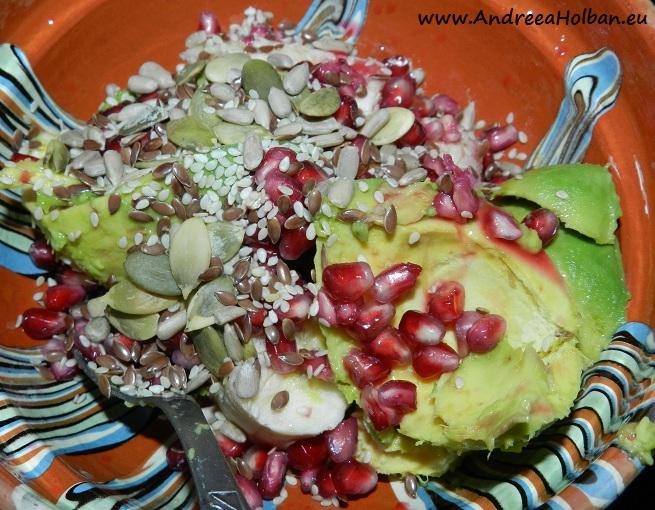 Piure de avocado, banana, rodie si amestec de seminte (dupa 12 luni)