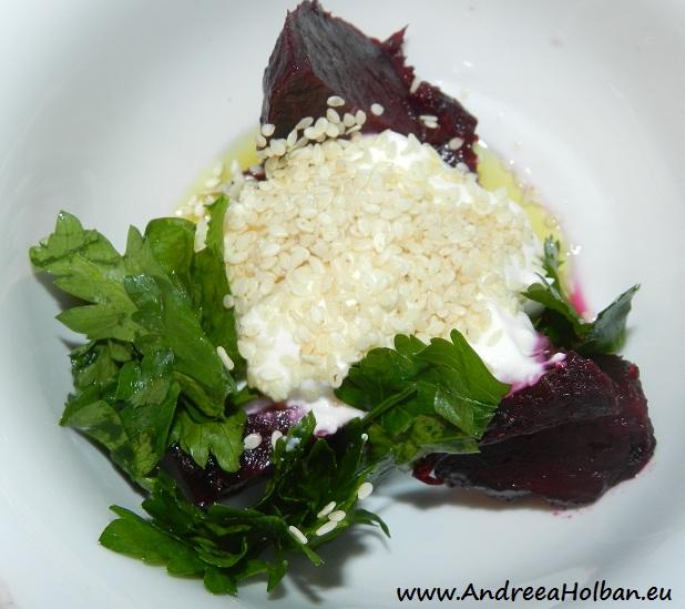 Crema de branza cu sfecla rosie, seminte de susan si patrunjel (dupa 8 luni)