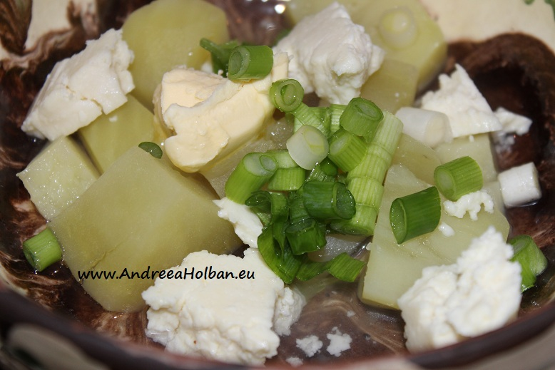 Piure de cartofi cu branza, unt si ceapa verde (dupa 8 luni)