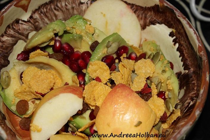 Piure de mar, avocado, rosie si musli mixt fara zahar (dupa 12 luni)