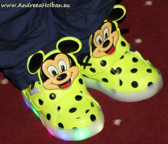 papuci-lumini-mickey-mouse